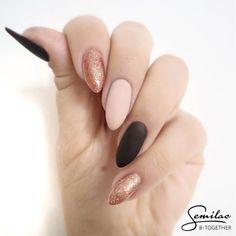 @patabloguje postawiła na klasyczną stylizację bez zdobień  Wykorzystane kolory: 076 Black Coffee (w macie), 135 Frappe (również mat) oraz 094 Pink Gold, kolorek, który świetnie sprawdzi się podczas karnawału!  Jak Wam się podoba takie połączenie?  snapchat: semilac  #semilac #semigirls #semilacnails #carnivalnails #manicure #nails #nailart #nailsofinstagram #nail2inspire #lakieryhybrydowe #instanails #paznokciehybrydowe #lakiery #paznokcie #hybrydy #snapchat