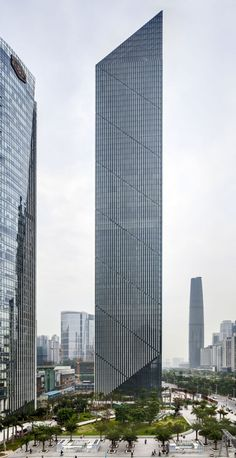 Leatop Plaza, Guangzhou, China by Murphy/Jahn Architects :: height 270m