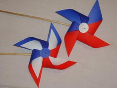 remolinos de papel Recital, Costa Rica, Diy And Crafts, Nostalgia, Merry, Lily, Activities, Countries, Events