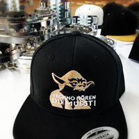 Styleyourcap wir besticken dein Cap so wie du es willst!Ab der ersten Cap hochwertig bestickt! Snapback Cap, Baseball Hats, Fashion, Beanies, Baseball Caps, La Mode, Snapback Hats, Caps Hats, Fashion Illustrations