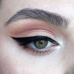 Kat Von D Black Eyeliner make up # daily make-up Source by marie Pink Makeup, Makeup Art, Beauty Makeup, Hair Makeup, Baddie Makeup, Makeup Drawing, Nude Makeup, Nude Lipstick, Beauty Tips