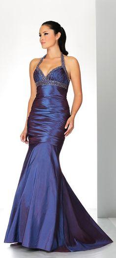 Espectacular vestido con espalda al aire y pedrería. ¿Os gusta?