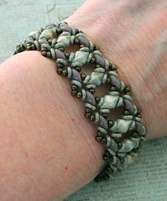 Linda's Crafty Inspirations: Free Beading Pattern - Bluebell Bracelet