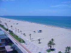 La Playa: La plage de Gandia ce sont plus de 6 Km. de sable fin et d´eaux cristallines. La Platja Nord dispose d´un long boulevard pour piétons, parking souterrain et voie pour les vélos. La Platja de l'Ahuir est une des rares plages vierges du littoral de Valencia; dans sa partie nord vous trouverez une plage nudiste. Au Sud du port vous trouverez les populaires plages de Rafalcaid et de Venecia.
