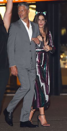 Frisky Date Night! Sandra Bullock Sports Cat Ears While Cozying with Boyfriend Bryan Randall Sandra Bullock, Sandro, Jennifer Flavin, Bryan Randall, Divorce, Date Outfit Casual, Hairstyles Over 50, Celebrity Couples, Celebrity Babies