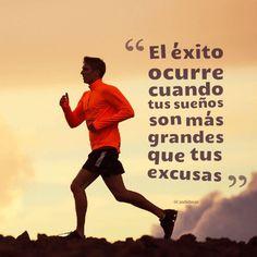 El éxito ocurre cuando tus sueños son más grandes que tus excusas. Frase de éxito y motivación para emprender.
