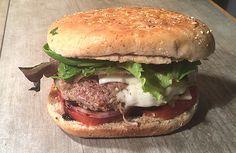 J'ai eu l'idée de faire des hamburgers originaux en remplaçant le cheedar par de la Mozzarella avec du vinaigre balsamique et de l'huile d'olive ! Mac Donald n'a qu'à bien se tenir ! Voilà un Cheeseburger pour diabétiques ! Bien choisir une viande avec un minimum de matières grasses ! #diabète