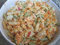 Em dias de calor aqui em casa nós acostumamos a fazer essa salada de macarrão, é uma delicia. Todos adoram! INGREDIENTES 50ml de azeite (para temperar o macarrão); 100ml de creme de leite (para temperar o macarrão); 250g de macarrão (1/2 pacote) cozido em água e sal e depois passado na água fria para interromper …