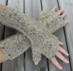 Weekend Gloves Cable Arm Warmers Pattern