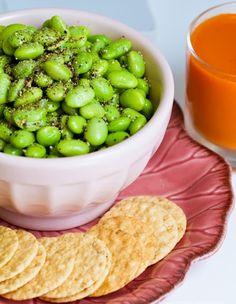 Healthy vegan snacks - edamame seasoned w/ salt & pepper. Healthy Vegan Snacks, Vegan Appetizers, Delicious Vegan Recipes, Vegetarian Recipes, Healthy Eating, Yummy Food, Healthy Recipes, Vegan Vegetarian, Vegan Recepies