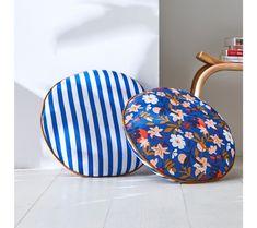 Okrúhly vankúš s potlačou kvetín a pruhov   blancheporte.sk #blancheporte #blancheporteSK #blancheporte_sk #newcollection #novakolekcia #kolekcia #farby #oelwein #jar Crafts For Kids, Craft Kids, Decoration, Bean Bag Chair, Pillows, Handmade, Furniture, Couscous, Home Decor