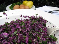 Red Cabbage Slaw – The Blender Girl Raw Vegan Red Cabbage Salad. This is still one of my favourite salads. I make it every week. So easy and SO good! Blender Recipes, Detox Recipes, Raw Food Recipes, Vegetarian Recipes, Healthy Recipes, Detox Foods, Healthy Food, Lunch Recipes, Healthy Life