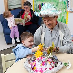 Great account of an intergenerational learning - kindergarteners and seniors in the same program.