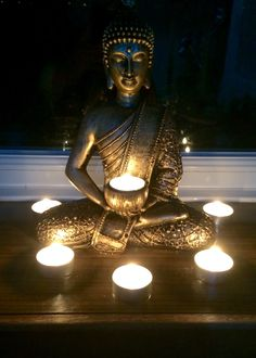 Buddha statuette lit up Divali Buddha Zen, Gautama Buddha, Buddha Buddhism, Tibetan Buddhism, Buddhist Art, Mantra, Ganesha, Buddhist Philosophy, Buddha Painting