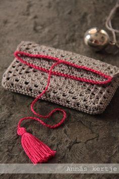 Crochet is an art of knitting. It is an interlocking looped with yarn and silky or wool thread. Love Crochet, Crochet Gifts, Crochet Yarn, Crochet Stitches, Crochet Patterns, Knitting Yarn, Crochet Handbags, Crochet Purses, Clutch En Crochet
