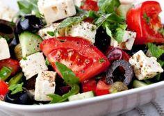 Griechischer Salat  Zutaten für 1 Person 1 Handvoll Rucola 1/2 Gurke 2 Strauchtomaten 200 g Feta 5 Oliven (schwarz) 1 EL Olivenöl Essig Oregano (getrocknet) Salz Pfeffer