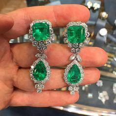 """A important pair of emerald and diamond earrings These can be worn for multiple occasions """"Day and Night"""" Lower half of the Earrings are detachable @josephsaidiananandsonsjewelry @jewellerymaestro #emeralds #emerald #zambian"""