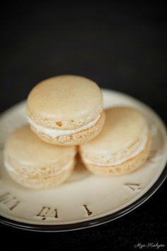 Moja kuchyňa: Macarons (Slovak language) Slovak Recipes, Czech Recipes, Eastern European Recipes, European Cuisine, Czech Desserts, Sweet Desserts, Tasty, Yummy Food, Cupcakes