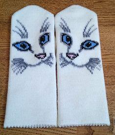 Купить или заказать Варежки вязаные женские с вышивкой в интернет магазине на Ярмарке Мастеров. С доставкой по России и СНГ. Материалы: шерсть, акрил. Размер: 18-19 Knitting Charts, Baby Knitting, Knitting Patterns, Mittens Pattern, Knit Mittens, Knitted Cat, Cross Stitch Bird, Crochet Gloves, Knitting Accessories
