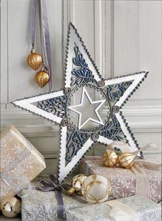 Une étoile de Noël en carton / A Christmas star on cardboard