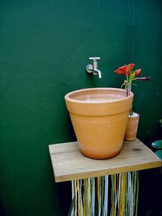"""outdoor sink made out of a flower pot with a hole in the bottom, just plug the hole with the plug on a string to fill the """"sink"""" and pull the string to drain. could also put on wheels to transition from hose to sink // apartmenttherapy"""