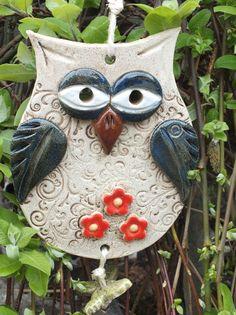Terrific Snap Shots clay pottery owl Ideas 🖤owls-rock-rule💚so cute💗💗💗💗💗💗 Clay Owl, Clay Birds, Polymer Clay Kunst, Polymer Clay Animals, Polymer Clay Crafts, Ceramic Birds, Ceramic Clay, Ceramic Pottery, Clay Christmas Decorations