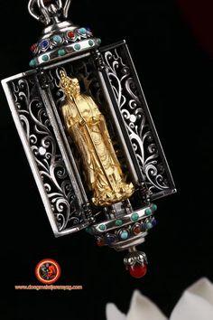 Pendentif autel bouddhiste portatif, Ghau. Dizang/ Jizo. Argent 925 plaqué or 24K. Turquoise d'Arizona, agate dite nan hong, du Yunnan Feng Shui Jewellery, Agate, Nan, Turquoise, Arizona, Plating, Gold, Jewelry, Gold Plating