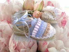 Alpargatitas celeste, blancas y camel. Fabric Crafts, Diy Crafts, Spanish Espadrilles, Easy Sewing Projects, Diy Accessories, Diy Crochet, Summer Shoes, Shirts For Girls, Kids Fashion