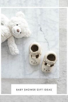Struggling to Find the Perfect Baby Shower Gift? Our Gift Guide for all Budgets Will Help you Choose a Thoughtful Gift she Actually Needs. Baby Shower Cupcakes, Baby Shower Favors, Baby Shower Games, Tips And Tricks, Pregnancy Announcement To Husband, Shower Tips, Baby Shower Presents, Event Planning Tips, Budget