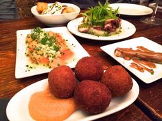 We love the tapas experience and more so when we can have it in a beach town like Sitges. How do you like this mix?  post by Paola at http://www.casitasitges.com  #sitges  #barcelona  #food  #tapas  #tapasexperience  #beachtown
