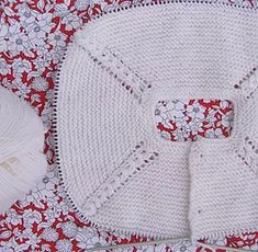 puntomoderno.com tutorial Jersey de Bebé Alex Lace Knitting, Knitting Patterns, Knitted Hats, Crochet Hats, Teachers Pet, Afghan Blanket, Baby Sweaters, Baby Hats, Winter Hats
