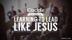 S. Marcos 6:34; Y salió Jesús y vio una gran multitud, y tuvo compasión de ellos, porque eran como ovejas que no tenían pastor;# R. 22.17; 2 Cr. 18.16; Zac. 10.2; Mt. 9.36. y comenzó a enseñarles muchas cosas.