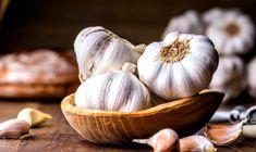 Benefits Of Eating Garlic, Garlic Health Benefits, Eating Raw, Healthy Eating, Healthy Foods, Healthy Life, Toenail Fungus Home Remedies, Infection Fongique, Anti Cholesterol