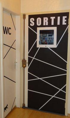 Un déco éclair, pas chère, et qu'on peut changer au grès de ses envies, ça vous tente? Ici j'ai fait deux portes dont la déco se répond: une porte peinte en blanc avec du masking tape noir et une porte en noir avec du masking tape blanc. Le masking tape...
