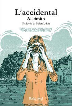 Guanyadora del Whitbread Award i finalista del Man Booker Prize, L'accidental és l'espectacular novel·la que Ali Smith escriu sobre una nena de 12 anys, la seva família i els seus secrets. Una família s'instal·la a una casa de camp a Norfolk durant tres mesos perquè la dona i mare de la família pugui acabar la seva nova obra. Després arriba l'Amber, una dona de qui no saben res però que modifica les seves rutines i la seva realitat. L'Amber oferirà noves perspectives sobre les seves vides i…