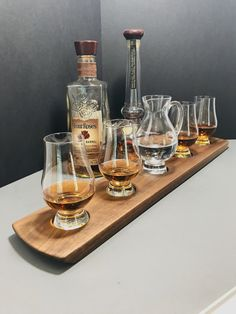 Whisky Whiskey Tasting Bourbon Scotch Tasting Flight Solid Walnut Glencairn Pitcher and 4 Glasses Serving Tray Can Be Personalized Whisky Bar, Whisky Tasting, Bourbon Whiskey, Scotch Whisky, Whisky Club, Whiskey Girl, Whiskey Drinks, Whiskey Glasses, Irish Whiskey