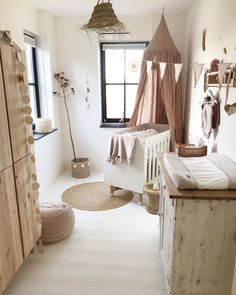 Baby Girl Nursery Room İdeas 587508713878552891 - Source by Baby Bedroom, Baby Room Decor, Nursery Room, Kids Bedroom, Baby Rooms, Babies Nursery, Girl Nursery, Newborn Room, Baby Room Neutral