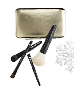 Bobbi Brown: Mini brush set makes a great stocking stuffer