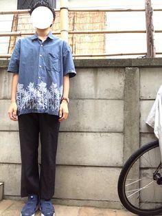 どこか写真撮れる場所が欲しい🙂 このアバクロのシャツ気に入っています。 靴以外は古着屋で購入したも