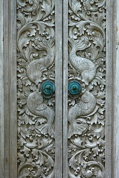 29 Splendidly Intricate Hand Carved Doors to Surge Inspiration From – Homestheti… – Haus Dekoration Diy Knobs And Knockers, Door Knobs, Door Handles, Les Doors, Windows And Doors, Front Doors, Entry Doors, Front Entry, Panel Doors