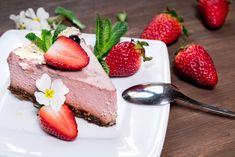 Gâteau mousse de fraises Un gâteau gourmand tout en légèreté printanière, a faire avec fraises ou framboises #fraise #gâteau #dessert #recette #cuisine