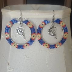 Beaded Earrings with Fairy Charms Beaded Earrings Native, Beaded Earrings Patterns, Beading Patterns, Beaded Jewelry, Handmade Jewelry, Hoop Earrings, Seed Bead Crafts, Brick Stitch Earrings, Native American Beading