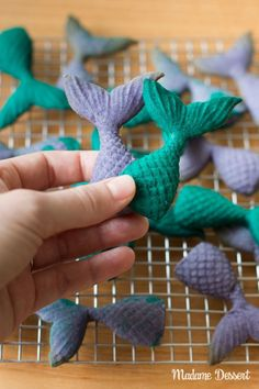 Mermaids biscuits in fins shape. Delicious, easy and perfect for every kids birthday party, Mermaid Themed Party and Arielle Fans. Matilda, Birthday Parties, Happy Birthday, Winter Baby Clothes, Butterfly Party, Biscuit Cake, Sweet Bakery, Baby Party, Party Themes