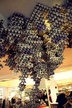 Also can be made out of cup holders. Painted gold and other colors to make it look like a bee hive. Shop Window Displays, Store Displays, Retail Displays, Visual Display, Display Design, Store Design, Anthropologie Display, Sogetsu Ikebana, Window Art