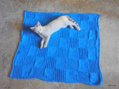 NARO, lovely little blanket in aran-weight cotton or DK-weight wool. Do-it-yourself - knitting pattern from domoras