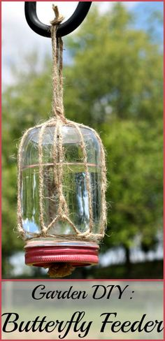 How to Make A DIY Butterfly Feeder Here's how to make a DIY butterfly feeder that makes a wonderful addition to any garden or flower bed. This simple feeder, made from a mason jar, some twine, and a piece of sponge, will help attract these friendly inse Diy Garden Projects, Garden Crafts, Outdoor Projects, Butterfly Feeder, Diy Butterfly, Butterfly House, Butterfly Hatching, Garden Deco, Garden Art