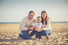 The 15 Greatest Family Portrait Poses for Photographers – Funny Photo İdeas Funny Couple Poses, Funny Couple Pictures, Wedding Couple Poses, Couple Posing, Family Portrait Poses, Family Portrait Photography, Couple Photography, Family Photographer, Photography Poses