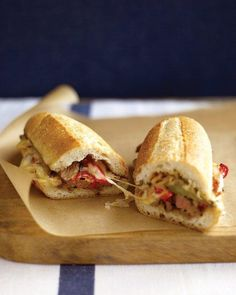 Steak Sandwich with Peppers: Broiled skirt steak is combined with sauteed bell peppers, onion, and a splash of red-wine vinegar in these stick-to-your-ribs sandwiches. Crown the steak filling with pepper Jack cheese and melt it under the broiler. Steak Sandwich Recipes, Soup And Sandwich, Lunch Recipes, Cooking Recipes, Steak Recipes, Grilling Recipes, Cooking Tips, Paninis, Steaks