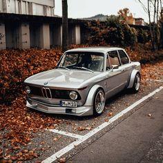 BMW 2002 Build with an engine swap. Custom Porsche, Porsche Cars, Bmw Cars, Jeep Cars, Bmw 2002, Wallpapers Bmw, 135i Coupe, Models Men, Royce Car