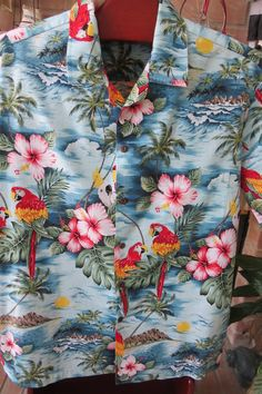154cdf45 Vintage Mens Hawaiian Aloha Shirt - Colorful Tropical Parrots Hibiscus  Diamond Head - Size XL - Vacation Luau Cruise - Man Guy Gift